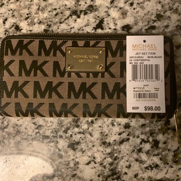 b3f1bdd87abfd8 Michael Kors Bags | Wallet | Poshmark